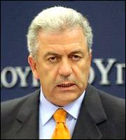Στον Δημήτρη Αβραμόπουλο «κλειδώνει» η θέση του Ελληνα Επιτρόπου