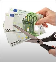 Βόμβα χρέους απειλεί τον Δυτικό κόσμο - Μόνη λύση το «κούρεμα»