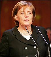 Μέρκελ: Αντιμέτωπο με ισχυρούς κινδύνους το ευρώ