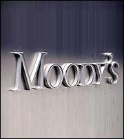 Αναβαθμίζει τις ελληνικές τράπεζες η Moody's