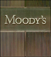 Moody's: Στάσιμη η Ελλάδα λόγω… πολιτικού ρίσκου
