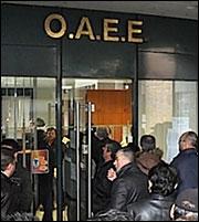 ΟΑΕΕ: Πόσο βαθιά μπαίνει το «μαχαίρι» σε πρόωρες-κατώτερες συντάξεις