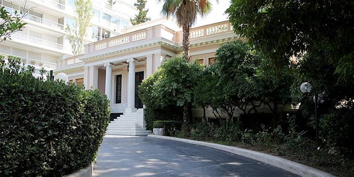Ο Α. Τσίπρας φέρνει «χαλαρά» στη Βουλή τις Πρέσπες και ζητά debate
