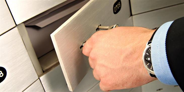 Πώς θα ανοίγει η Εφορία τις τραπεζικές θυρίδες