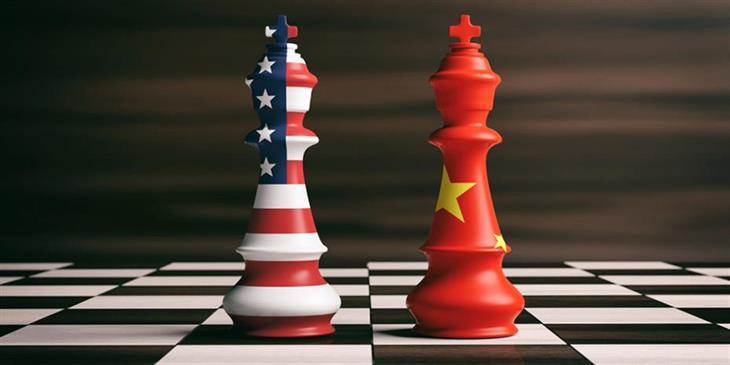 Κλιμακώνει τις επιθέσεις στην Κίνα ο Τραμπ