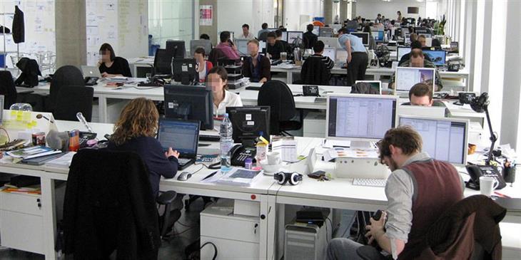 Παράλληλη απασχόληση: Τι αλλάζει σε «μπλοκάκια» και μισθωτούς