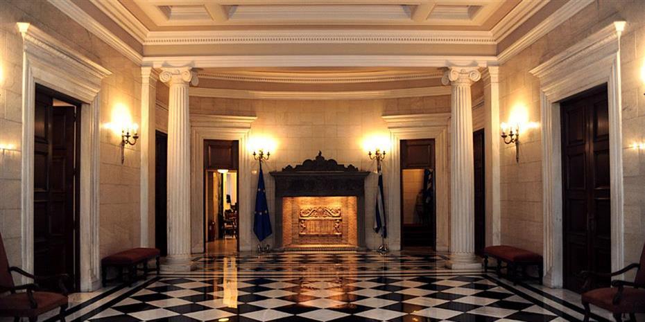 Ιστορικός συμβιβασμός Τσίπρα-Ιερώνυμου με ισχυρά μηνύματα