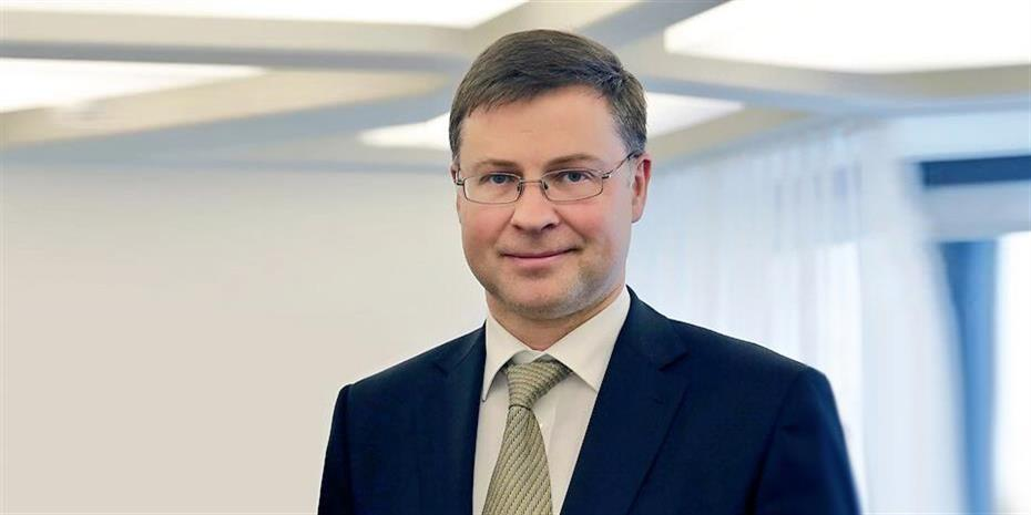 Ο Ντομπρόβσκις υπερασπίζεται την ανεξαρτησία της ιταλικής κεντρικής τράπεζας
