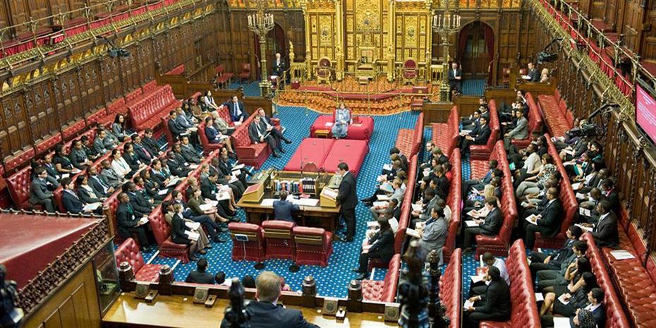 Βρετανός υπουργός Υγείας: Ψευδείς οι χαρακτηρισμοί του Κάμινγκς
