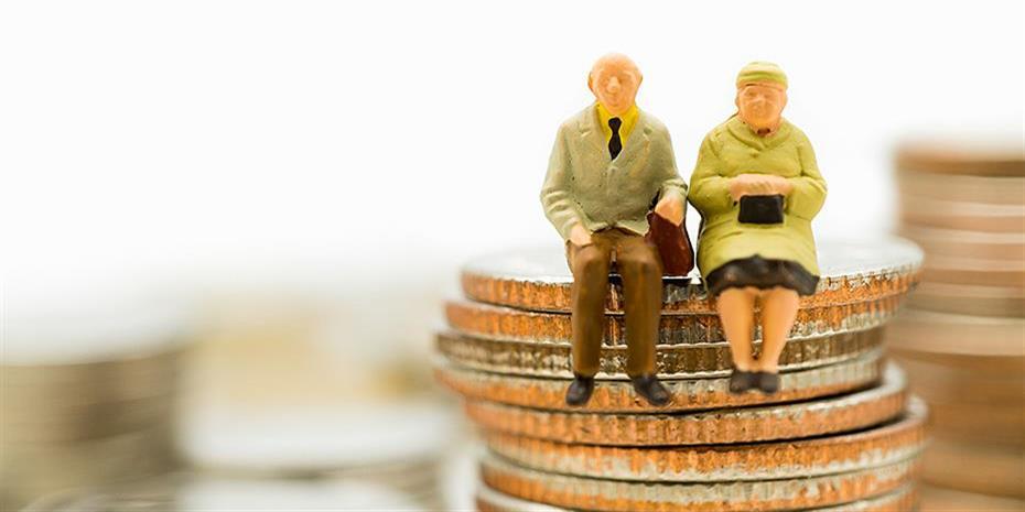 Συνταξιούχοι: Πώς γλιτώνουν προσαυξήσεις φόρου στα αναδρομικά