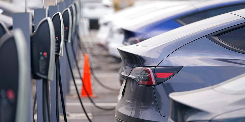 Ηλεκτρικά αυτοκίνητα: Επανάσταση «εδώ και τώρα»