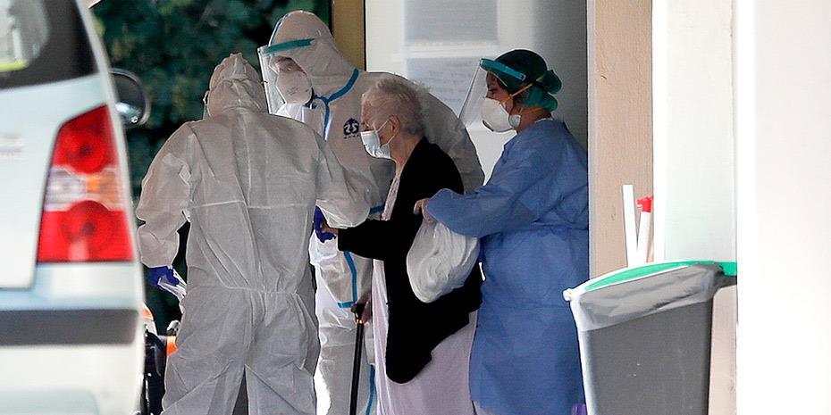 Covid-19: Εκτός ΜΕΘ οι μισοί θάνατοι στην Ελλάδα