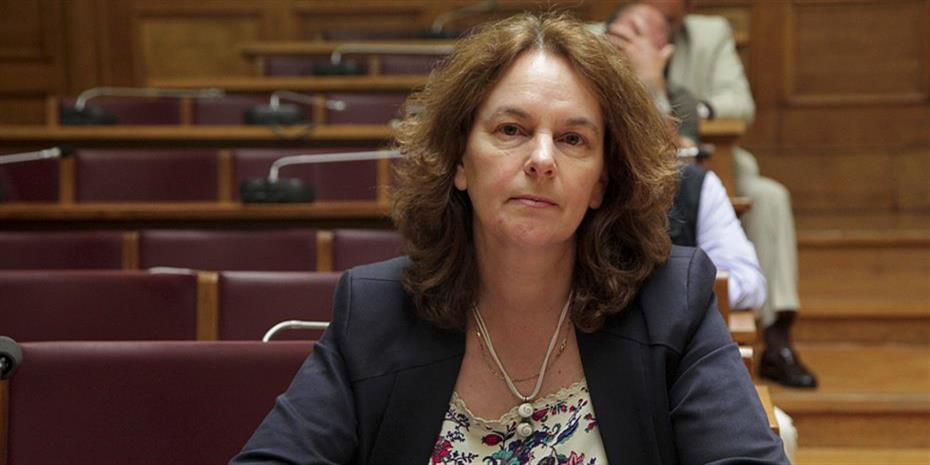 Η Κατερίνα Παπανάτσιου κατηγορεί ΠΑΣΟΚ και ΝΔ για την διάλυση της μεσαίας τάξης!
