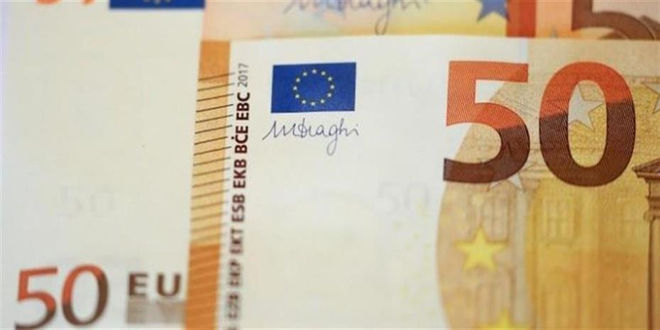 Σε χαμηλό δύο εβδομάδων το ευρώ
