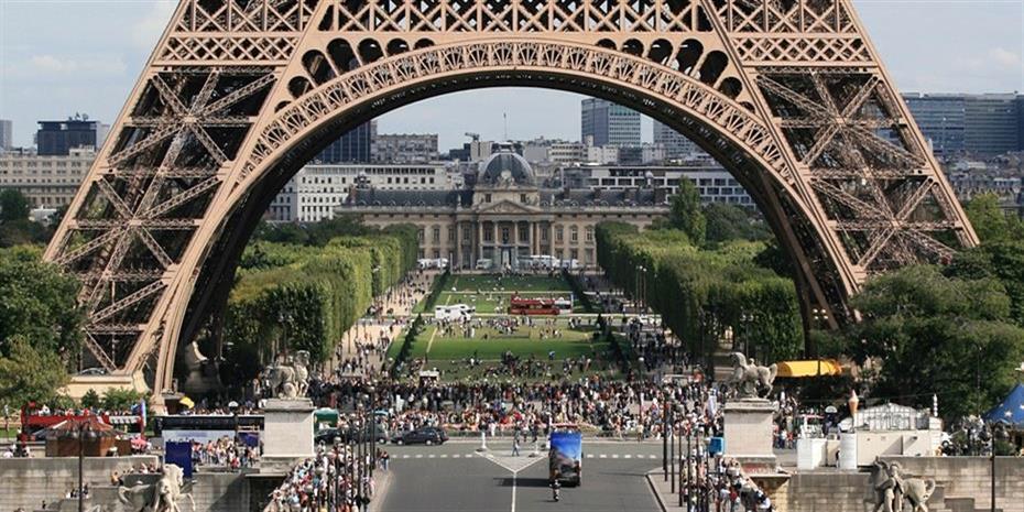 To Παρίσι εξετάζει υποχρεωτική χρήση της μάσκας σε κάποιους εξωτερικούς χώρους