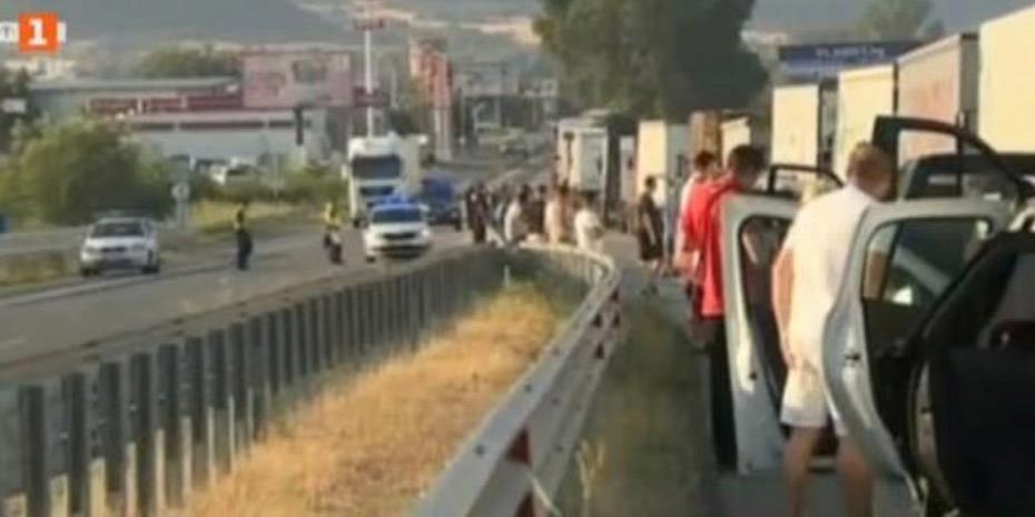 Ουρές χιλιομέτρων στον Προμαχώνα, καλπάζει ο κορωνοϊός στα Βαλκάνια