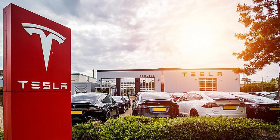 Tesla: $8,77 δισ. έσοδα-ρεκόρ το τρίτο τρίμηνο