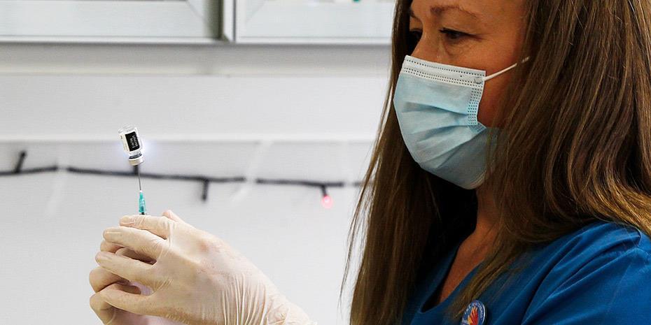 Παγώνη: Μόνο το 10% όσων εμβολιάζονται έχουν συμπτώματα