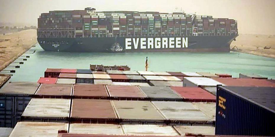 Aποκλεισμένα κοντά στη Διώρυγα του Σουέζ 369 πλοία