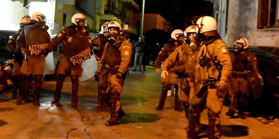 Συγκρούσεις μεταξύ αστυνομικών και ΜΑΤ στη Μυτιλήνη