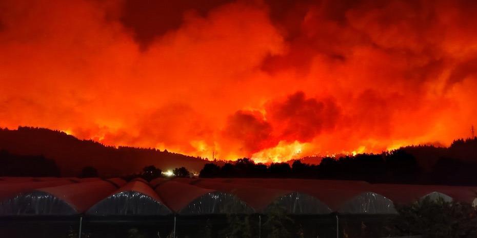 Μαίνονται οι φλόγες σε Βαρυμπόμπη, Αγιο Στέφανο και Αφίδνες