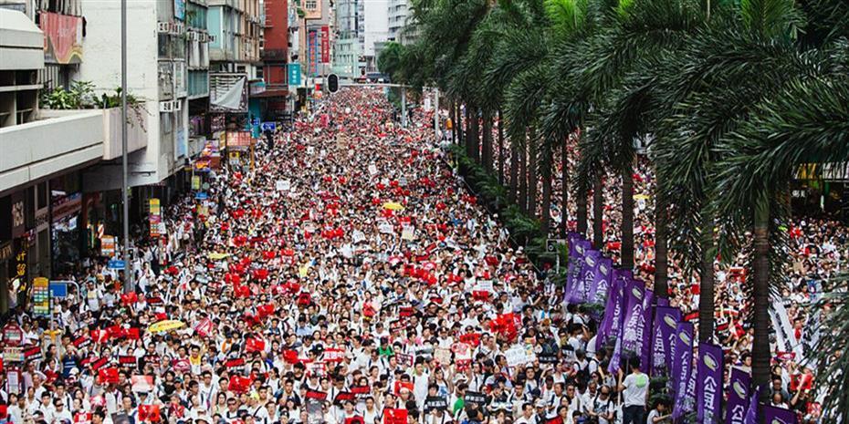 Χονγκ Κονγκ: Διαδηλωτές με τη μάσκα του Γκάι Φοκς