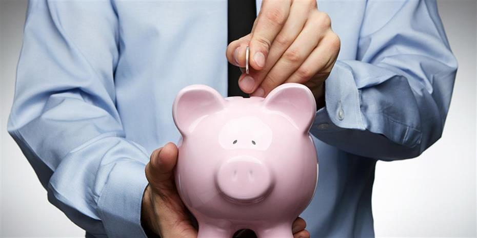 «Αποταμιεύστε όσο μπορείτε» συνιστούν τραπεζίτες και ασφαλιστές