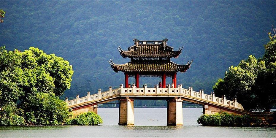 Η Κίνα επενδύει $100 δισ. ετησίως σε ανανεώσιμες πηγές ενέργειας