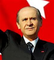 Κύπρος: Την παραίτηση του Μουσταφά Ακιντζί ζητά ο Μπαχτσελί