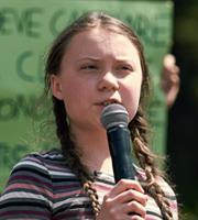 Η Γκρέτα Τούνμπεργκ διαδηλώνει στη Λωζάνη για το κλίμα