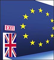 Βrexit: Στο χρονοδιάγραμμα των διαπραγματεύσεων κατέληξαν Μπαρνιέ και Ντέιβις