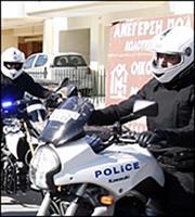 Επίθεση με βαριοπούλες σε τράπεζα στη Λ. Συγγρού