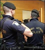 Μπαράζ προσαγωγών και 135 συλλήψεις από την αστυνομία