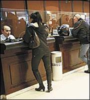Γιατί επιστρέφουν στις τράπεζες οι καταθέτες