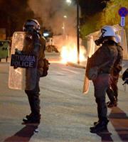 Μυτιλήνη: Νέες συγκρούσεις πολιτών με την αστυνομία, έξω από το στρατόπεδο Κυριαζή