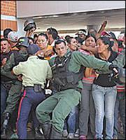 Βενεζουέλα: Απόπειρα πραξικοπήματος καταγγέλλει ο Μαδούρο