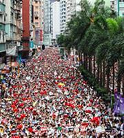 Χονγκ Κονγκ: Διαδηλωτές συγκρούστηκαν με υποστηρικτές του Πεκίνου