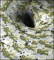 IIF: Στο ρεκόρ των $217 τρισ. αυξήθηκε το παγκόσμιο χρέος