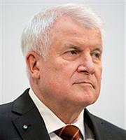 Ζεεχόφερ: «Σήμα κινδύνου» η δολοφονία πολιτικού που τασσόταν υπέρ των μεταναστών
